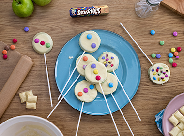 chocolate apple slices decorated with SMARTIES